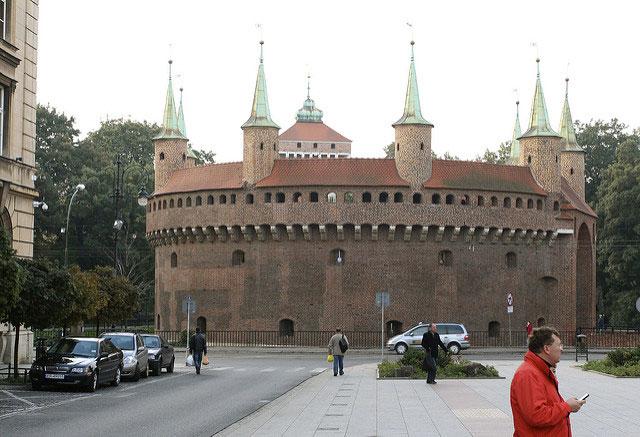 Сторожевая башня – Барбакан